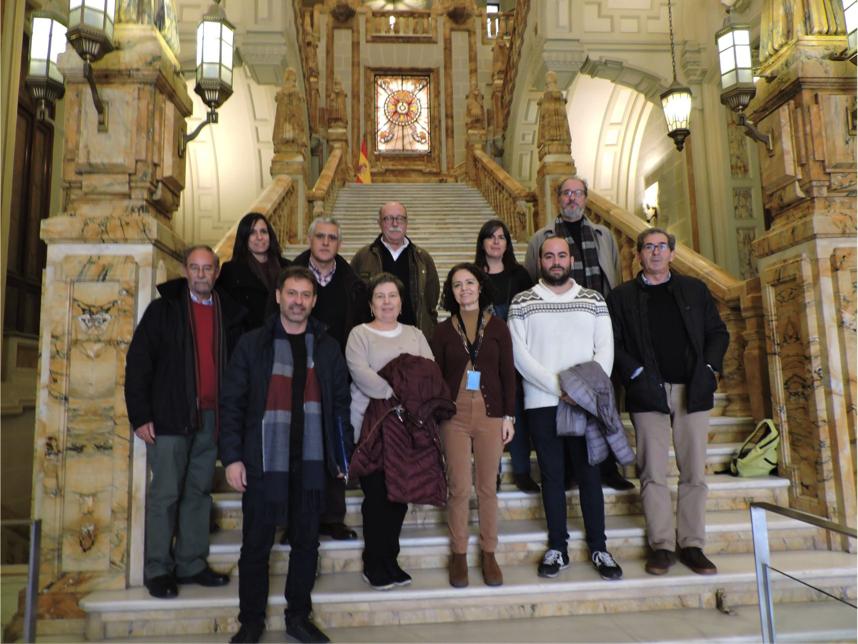 El grupo de visitantes y la guía al pie de la escalera monumental del Museo Naval (Sede de Madrid) al término de la visita técnica